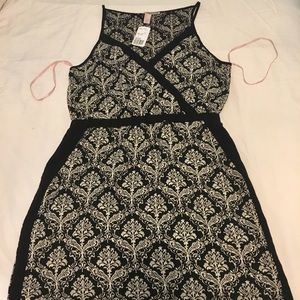 Black and creme dress with pockets